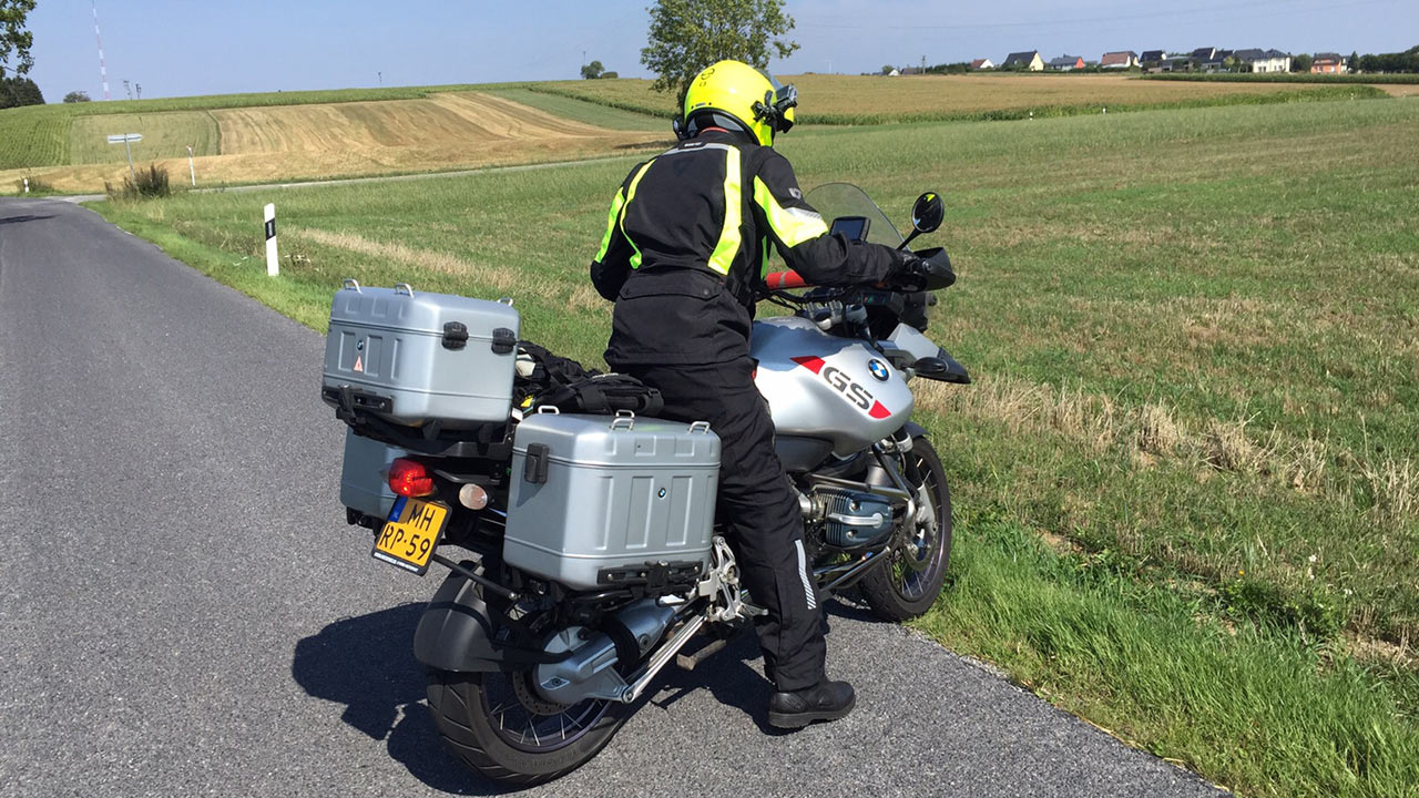 MotoCamel op een BMW R1150GS Adventure
