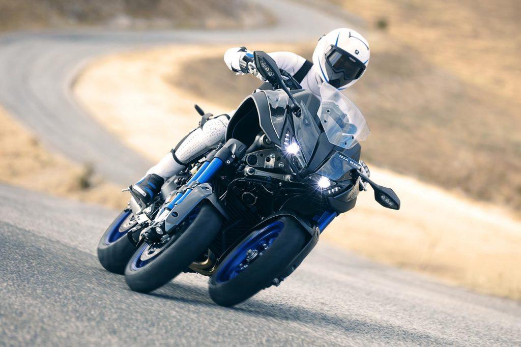De Yamaha Niken in de bochten