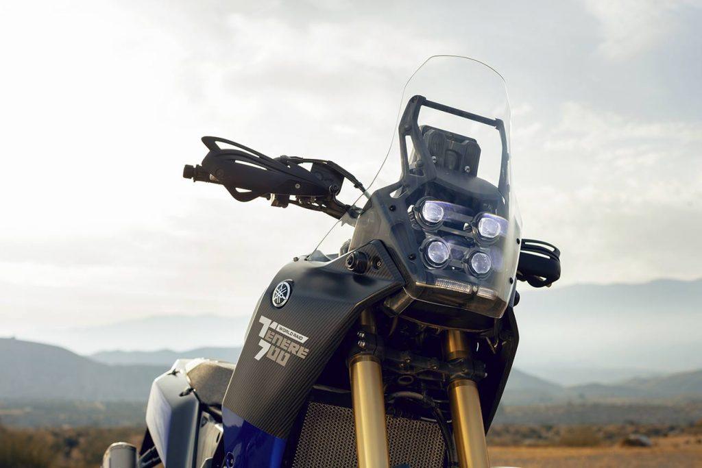 Yamaha Tenere 700 voorkant: Windscherm en verlichting
