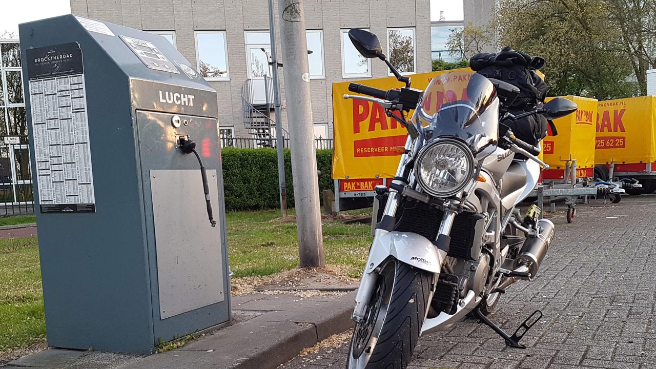 benzinepomp_bandenspanning_meten