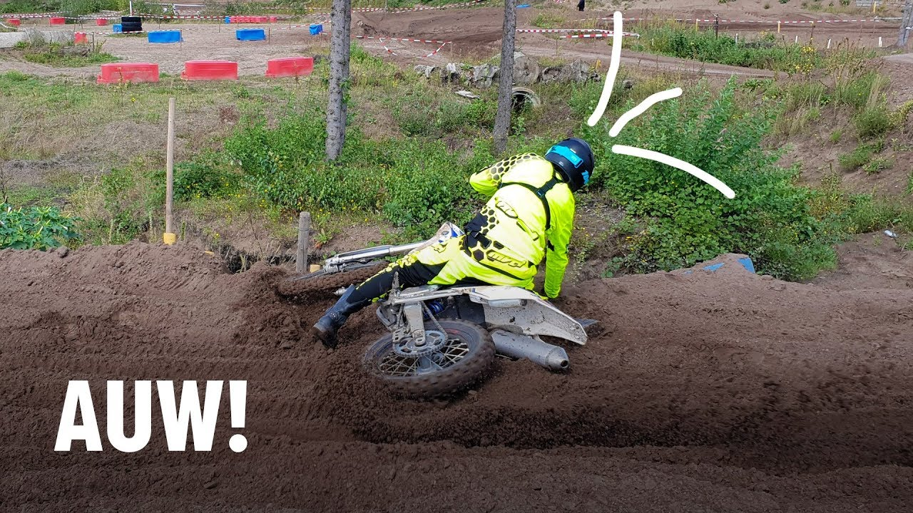 Keihard vallen tijdens Motocross cursus!